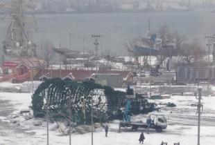 Во Владивостоке упавшую елку заменят прошлогодней