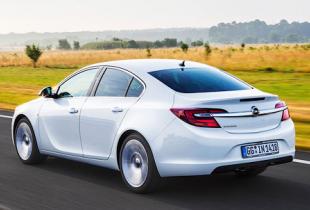 Компания Opel объявила рублевые цены на обновленную Insignia